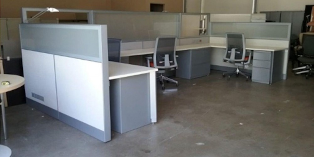 teknion leverage 3-person co-working stations | office furniture